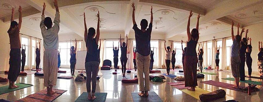 200 hour yoga teeacher training in rishikesh dates 2017